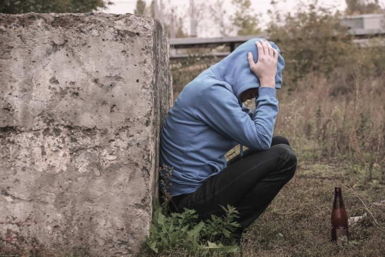 4 Signs Someone is Suffering from Alcoholism
